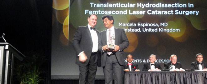 Sheraz Daya receiving ASCRS Oscars award