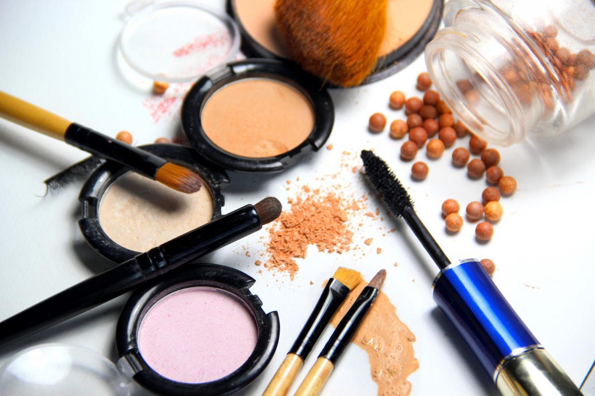 Makeup – Before eye laser surgery
